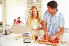 Ankomn Savior - in kitchen with family